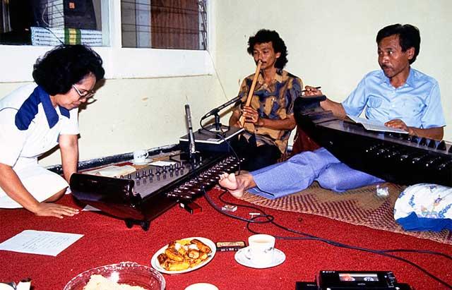 Suling, kecapi, vocals trio recording in Bandung - Indonesia